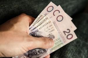 Pieniądze na rachunkach bankowych, maklerskich i inwestycyjnych osób zmarłych